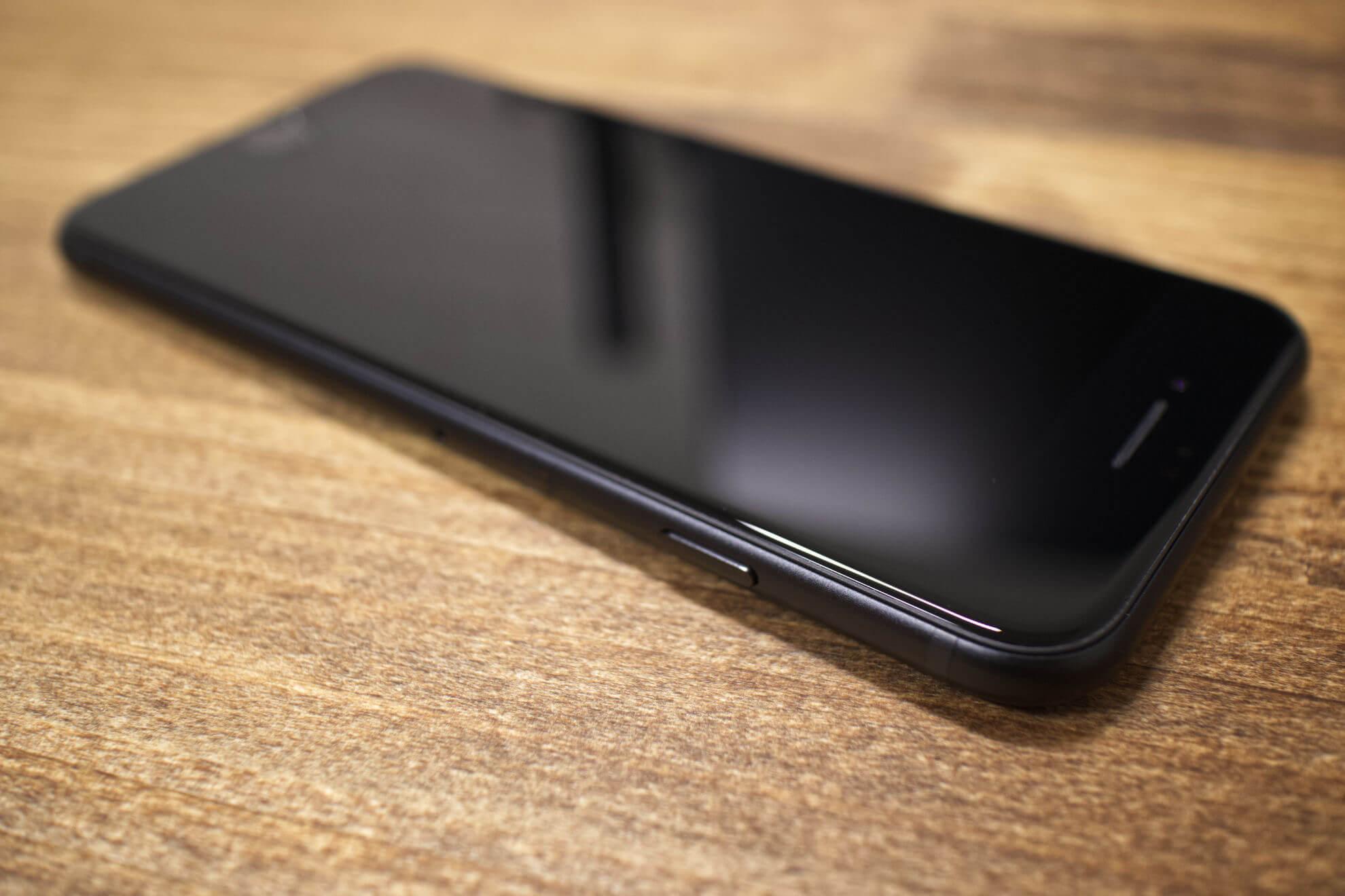 iPhoneSE電源ボタン