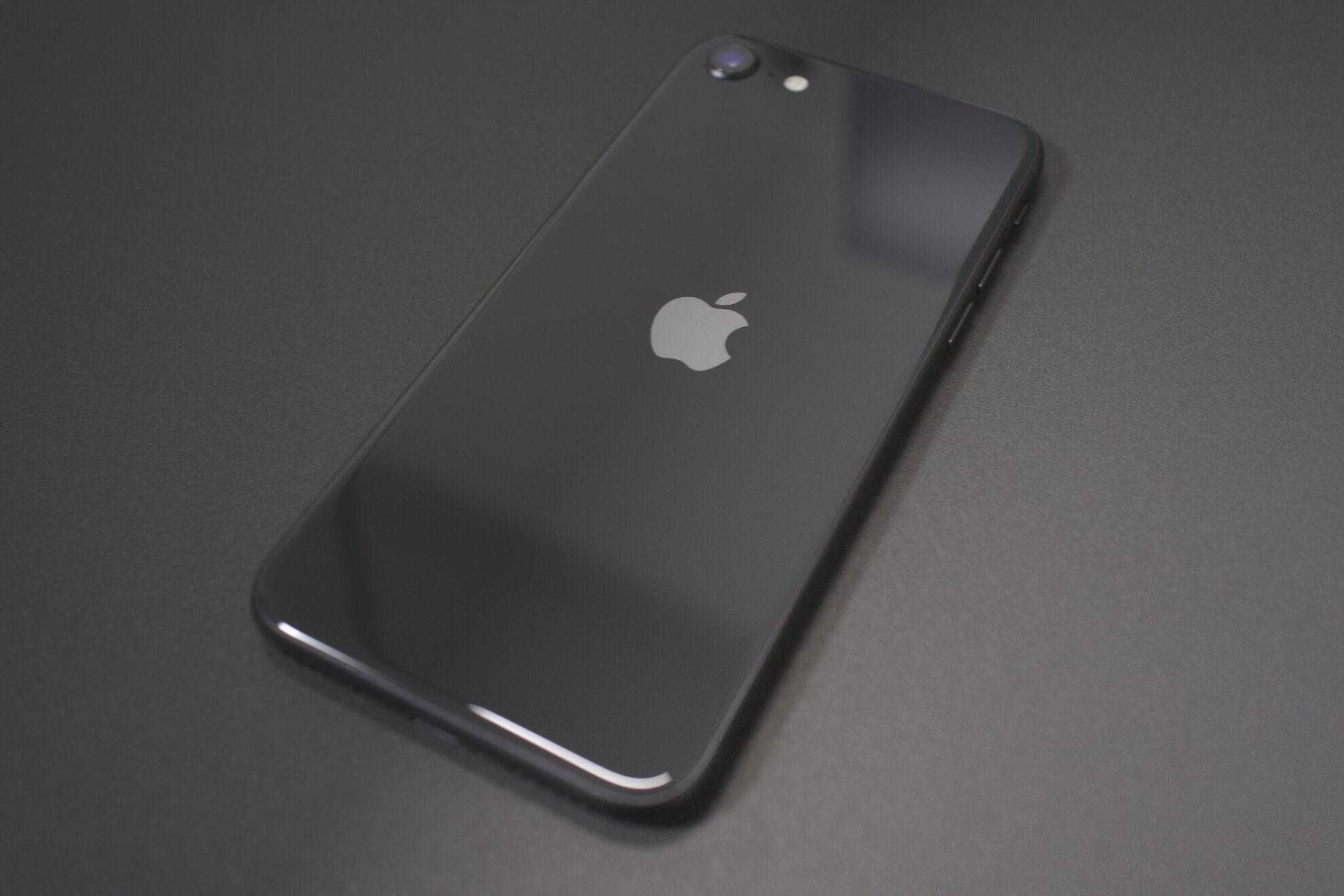 iPhoneSE黒背景2