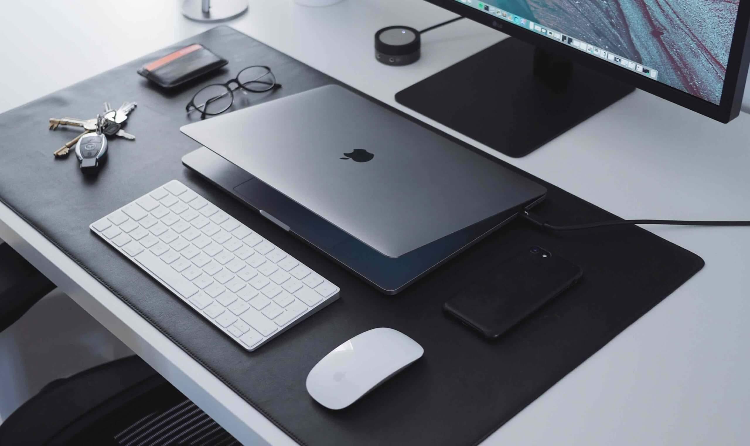 MacBookDeskSetSample