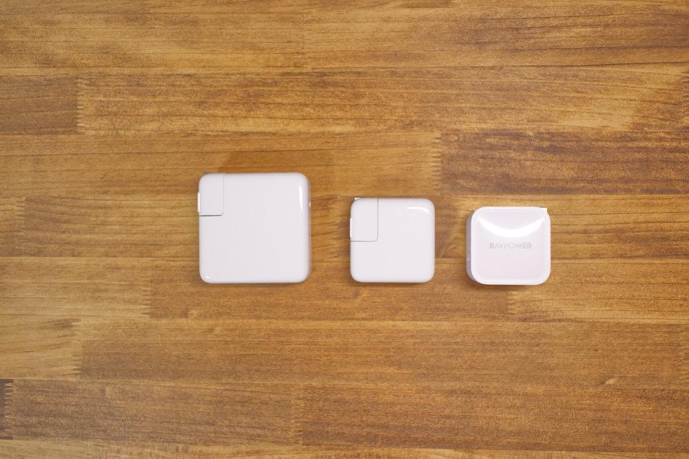 純正充電器とのサイズ比較